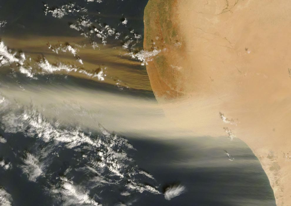Two-toned dust plumes blew northward off the coast of Libya on October 26, 2007