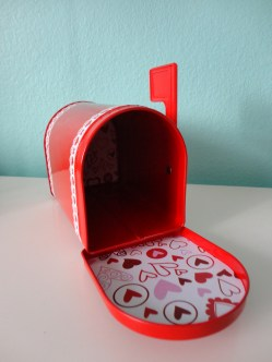 I lined the inside of the front and back mailbox flaps with printed heart paper from Michaels