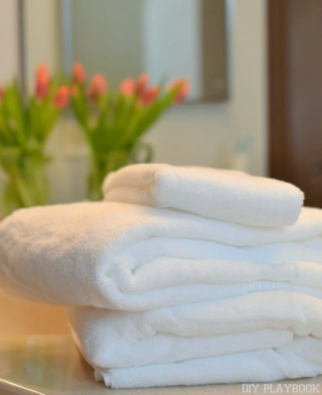 Plush-white-bath-towels