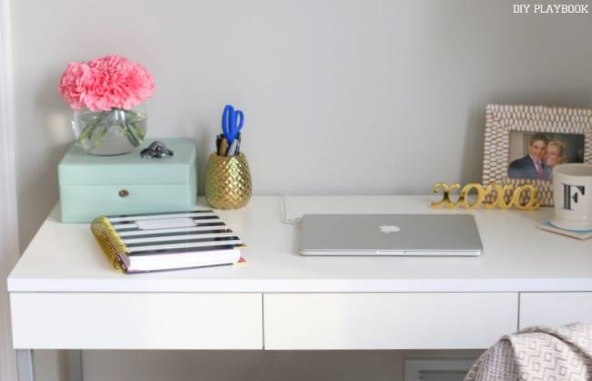 5-desk-area-cords-computer