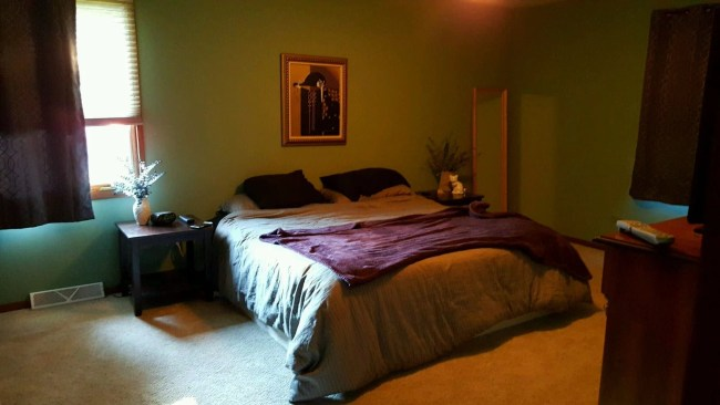 bedroom-before-lowes-makeover