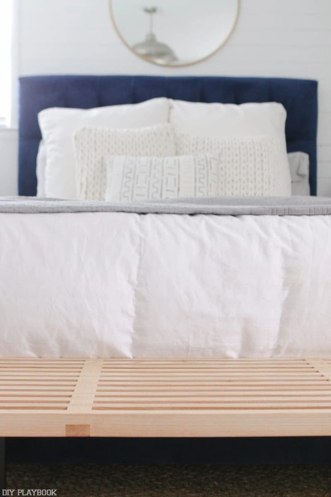 natural-mcm-bench-navy-headboard-bedroom