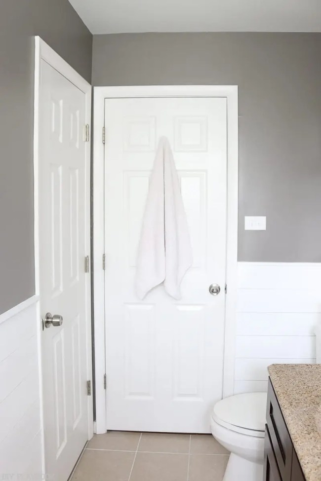 bathroom-door-towel