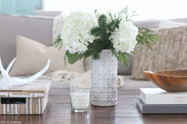 flowers-winter-christmas-coffee-table