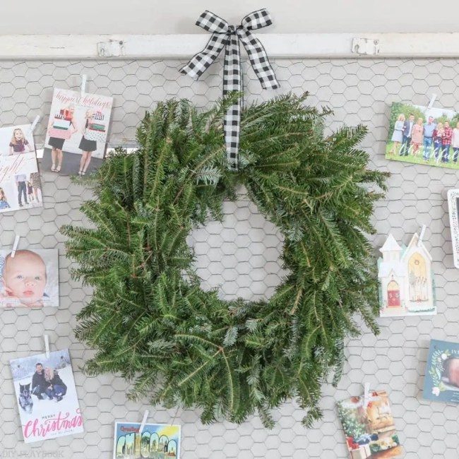 wreath-hanging-attach-christmas-cards