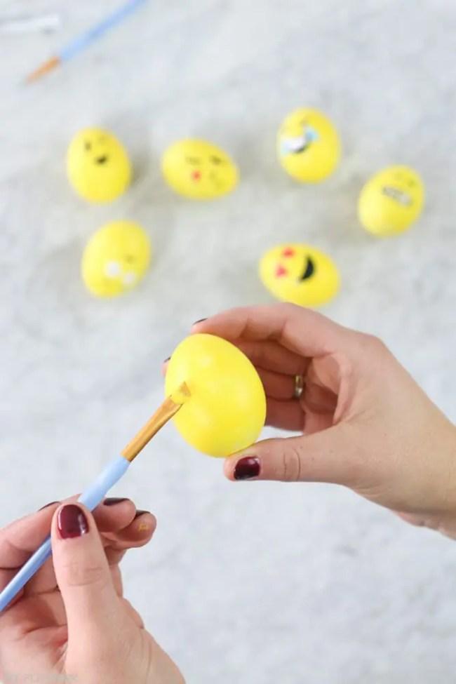 DIY_Emoji_Easter_eggs-10