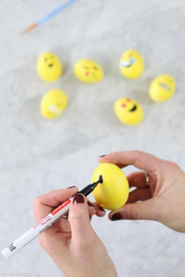 DIY_Emoji_Easter_eggs-11