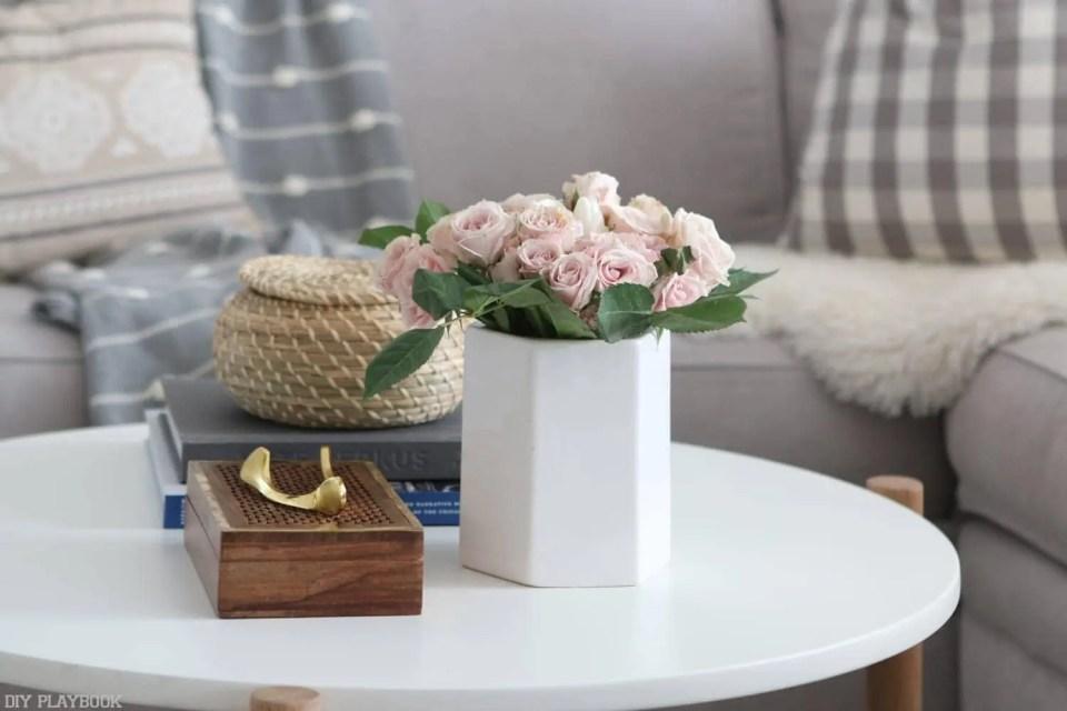 round_modern_coffee_table-geometric_white_vase