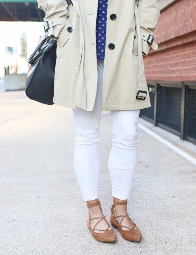 white-jeans-flats-trench