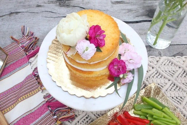 DIY_naked_cake_decorating