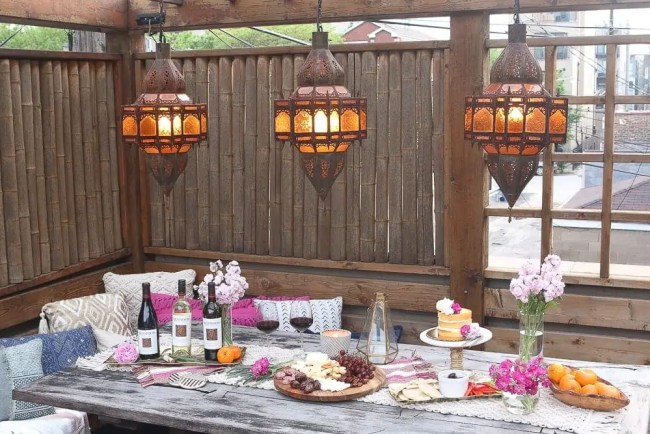Moroccan_Table-wide_lanterns_food_flowers