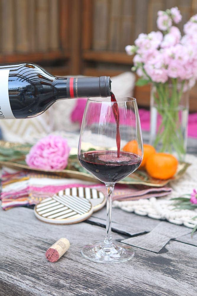 6 Easy Tips to Bring Your Wine Night Outside