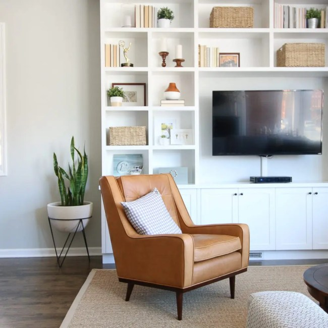 article-chair-built-ins
