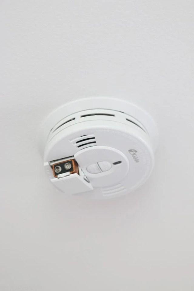 home_maintanence-smoke-detector