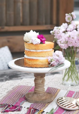 how_to_decorate_naked_cake_with_flowers