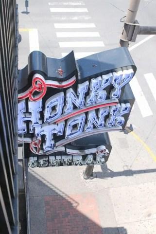 Travel_Nashville-honkey-tonk