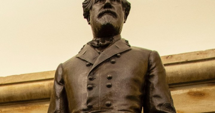 Robert E Lee statue removed from US Capitol