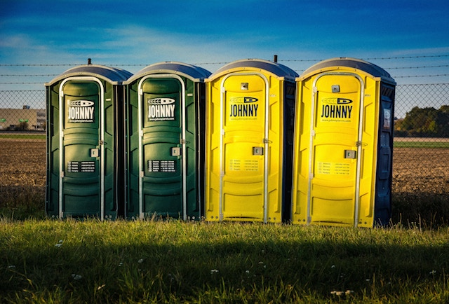 7 Reasons to Look at This Sh*t—What  Your Poop Says About Your Health