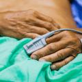 Opioids: pulse ox on patient finger