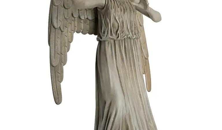 Check Out Eaglemoss' Awesome Mega-Sized Weeping Angel Figurine