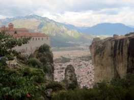 Kalambaka below the mountain.