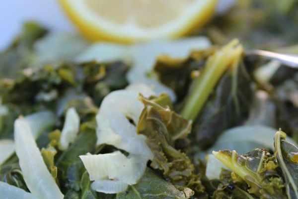 kale with lemon 600x400