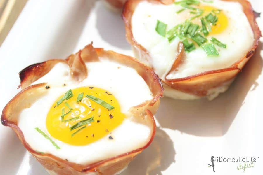 ham and egg breakfast cups with chives