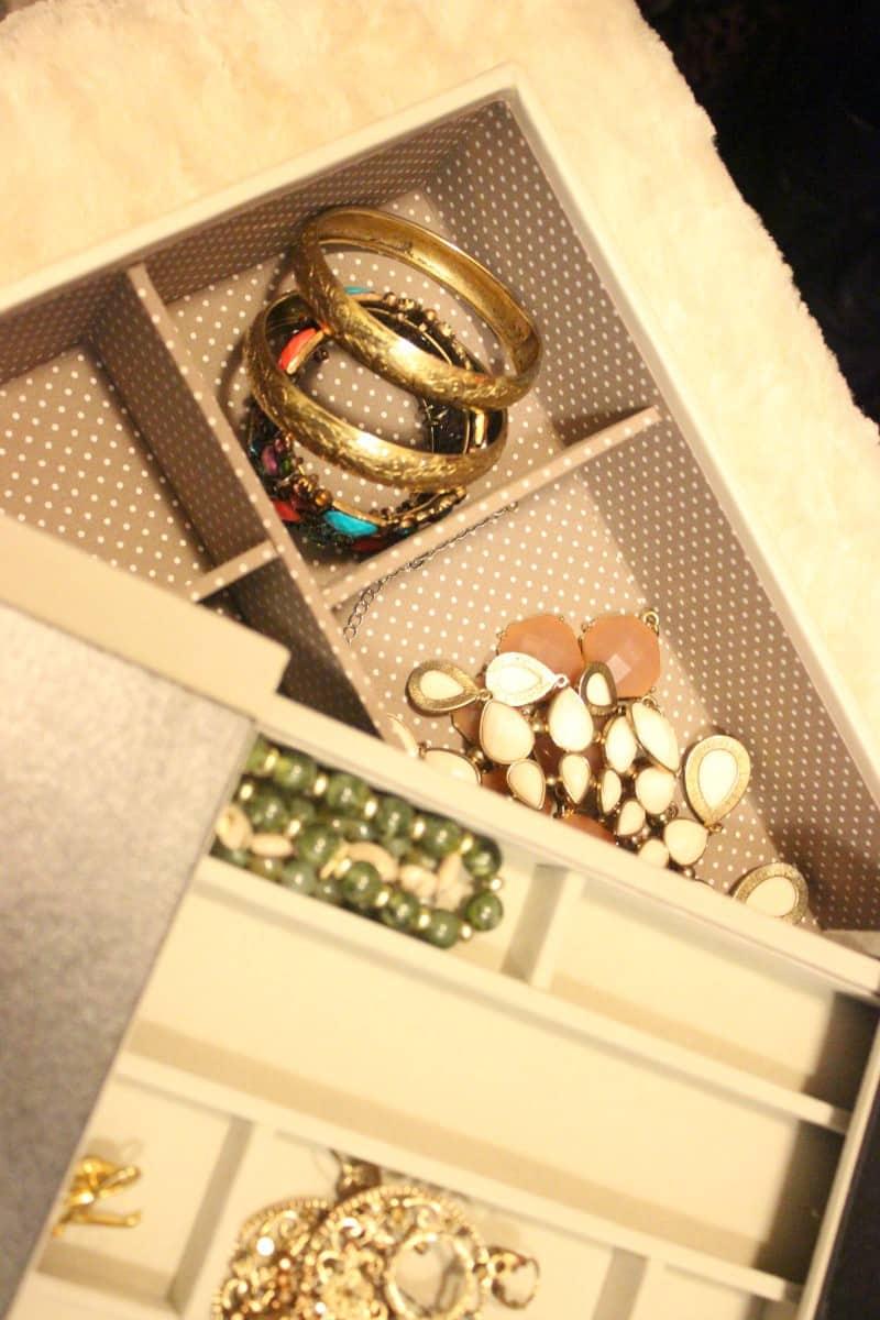 orgnaized jewelry box
