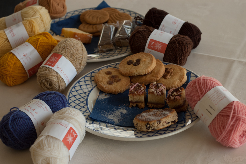 tea, biscuits and yarn, wot's not to love?