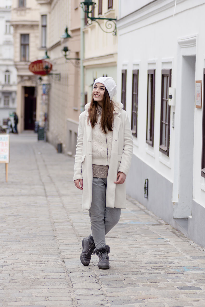 Layering Winter Look in white and light grey