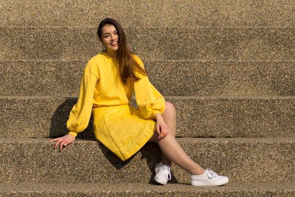 Gelber Sommerlook von Dorie, Pullover von Na-Kd, Rock Mint & Berry