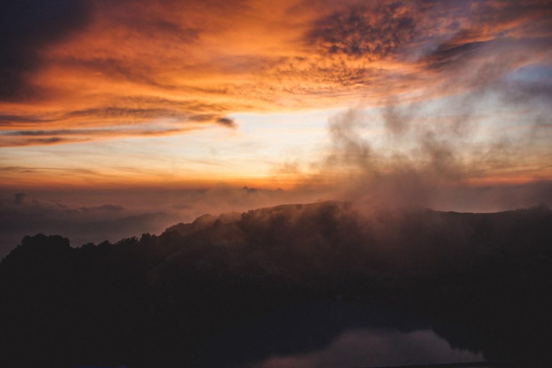 Sonnenaufgang am Kelimutu, Flores, Indonesien