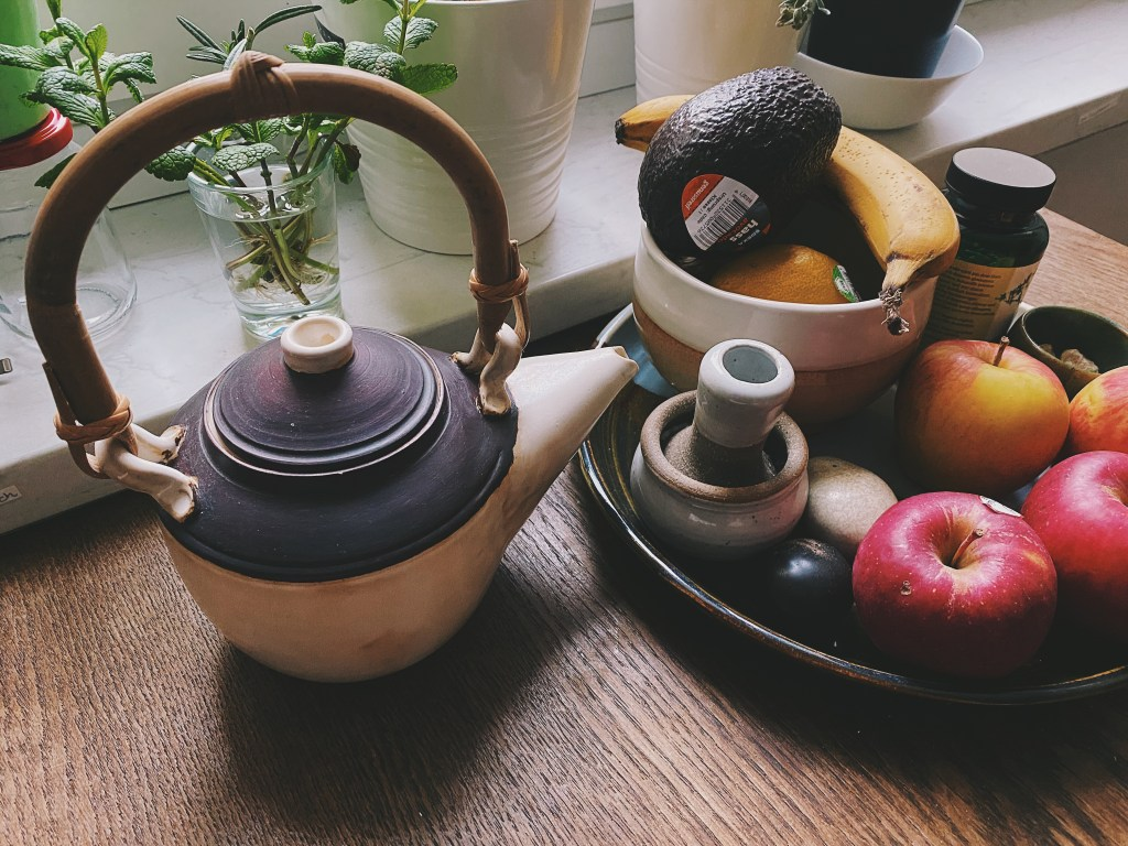 teapot and fruit bowl