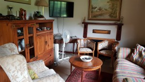 Cosy lounge: Lily Cottage