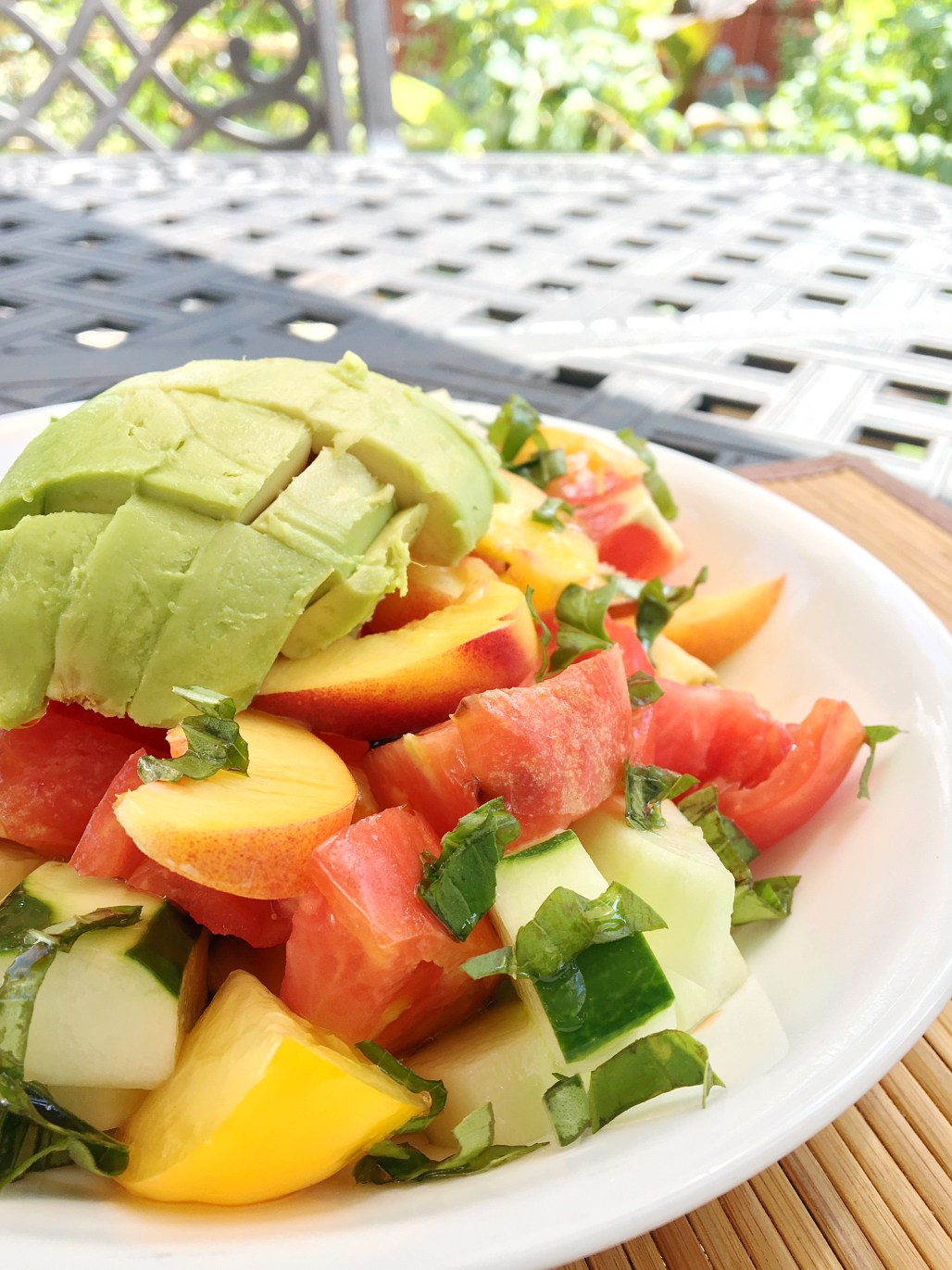 Late Summer Eats : Peach, Heirloom Tomato + Avocado Salad | Dreamery Events