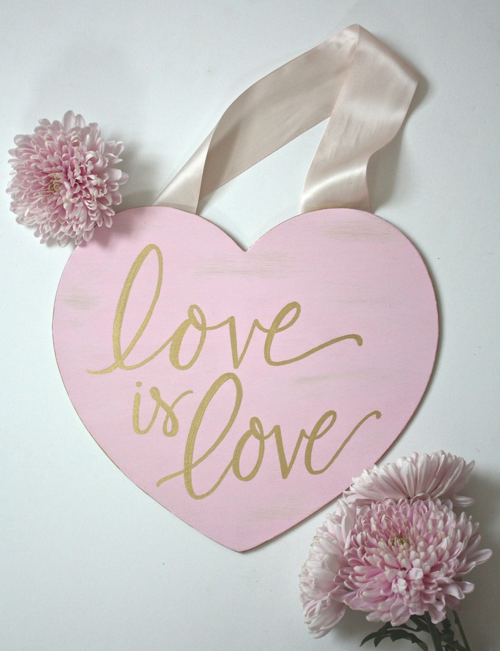 """DIY """"Love is Love"""" Valentine's Day Sign 