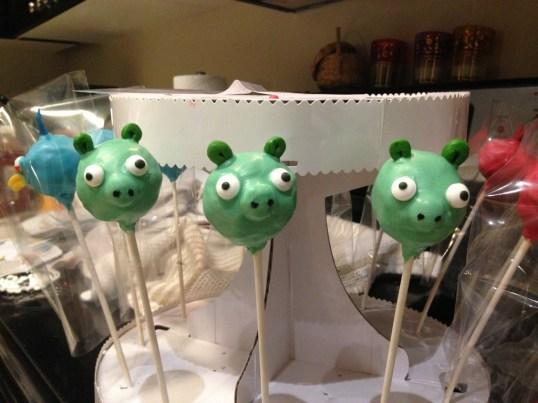 Piggy cake pops