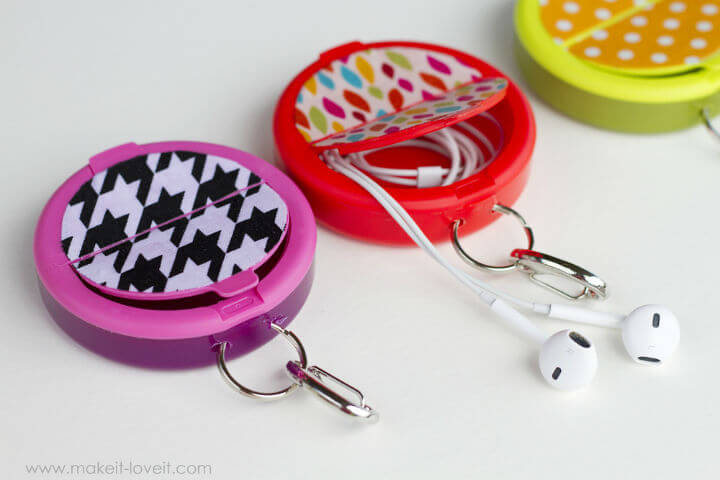 earphone-holder-from-mint-container