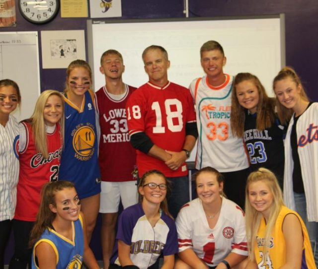 Students Show School Pride During Spirit Week Membersoftheyearbookstaffshowofftheir