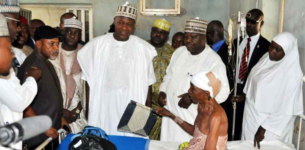 PIC-23.-FROM-LEFT-SPEAKER-HOUSE-OF-REPRESENTATIVE-RT.-HON.-YAKUBU-DOGARA-CONGRATULATING-AN-ACCIDENT-VICTIM-HAUWA-AHMED-DURING-COURTESY-VISIT-AT-ATBUTH-IN-BAUCHI-ON-FRIDAY..1-e1494050200629.jpg?fit=1024%2C504