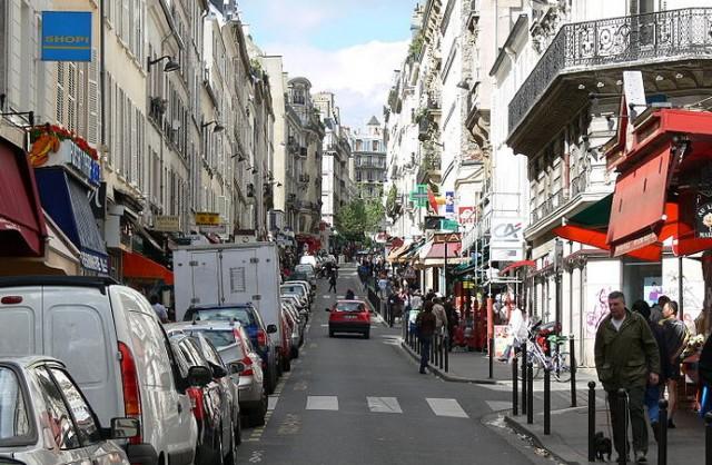 1482155928_800px-Rue_de_Martyrs_Paris_1