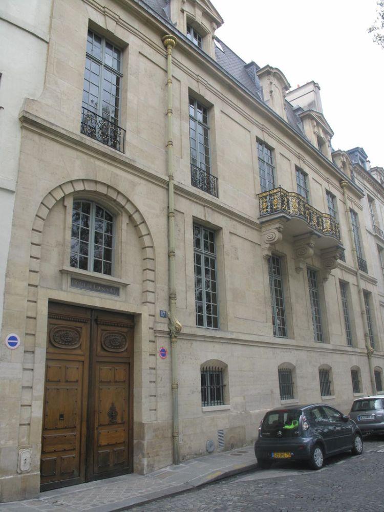 800px-Hotel_de_Lauzun