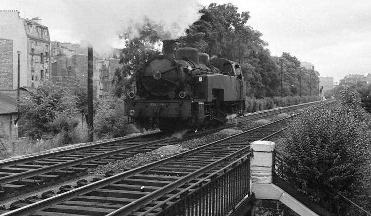 claude_decaen_-_locomotive_050_tq_9_haut_le_pied_-_annees_1950_cliche_jh_renaud_1024px_72dpi