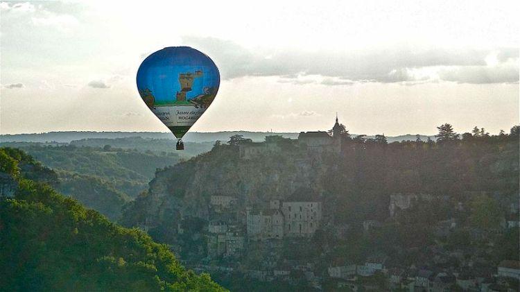 800px-Rocamador,_France_wBalloon