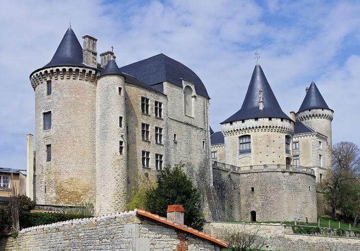 800px-Verteuil_16_Château_3_2012.jpg