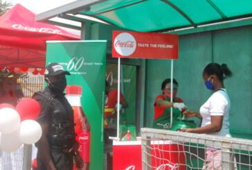 Nigeria@60: Coca cola distributes gift to passengers at BRT Park,  Ojodu Berger, Lagos