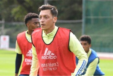 Arsenal drop Ozil from Europa League squad