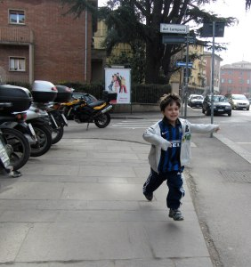 boy running in Italy, Vacation PHotos tips, www.theeducationaltourist.com