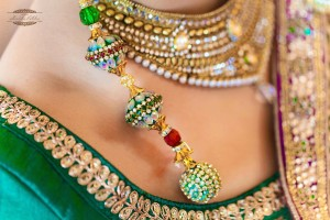 You should not wear expensive jewelry on vacation.