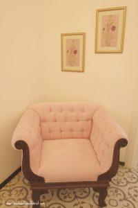 pink chair, Sari Konak Hotel in Istanbul, www.theeducationaltourist.com